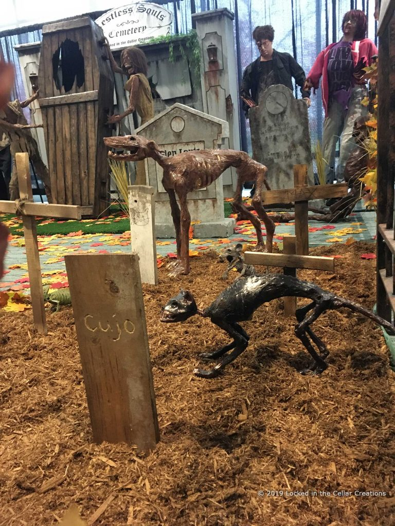 The Pet Sematary addition includes several undead animals and animal tomb stones like the ones seen in the movie